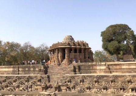 ARCHITECTURE AND MONUMENTS OF NORTH GUJARAT